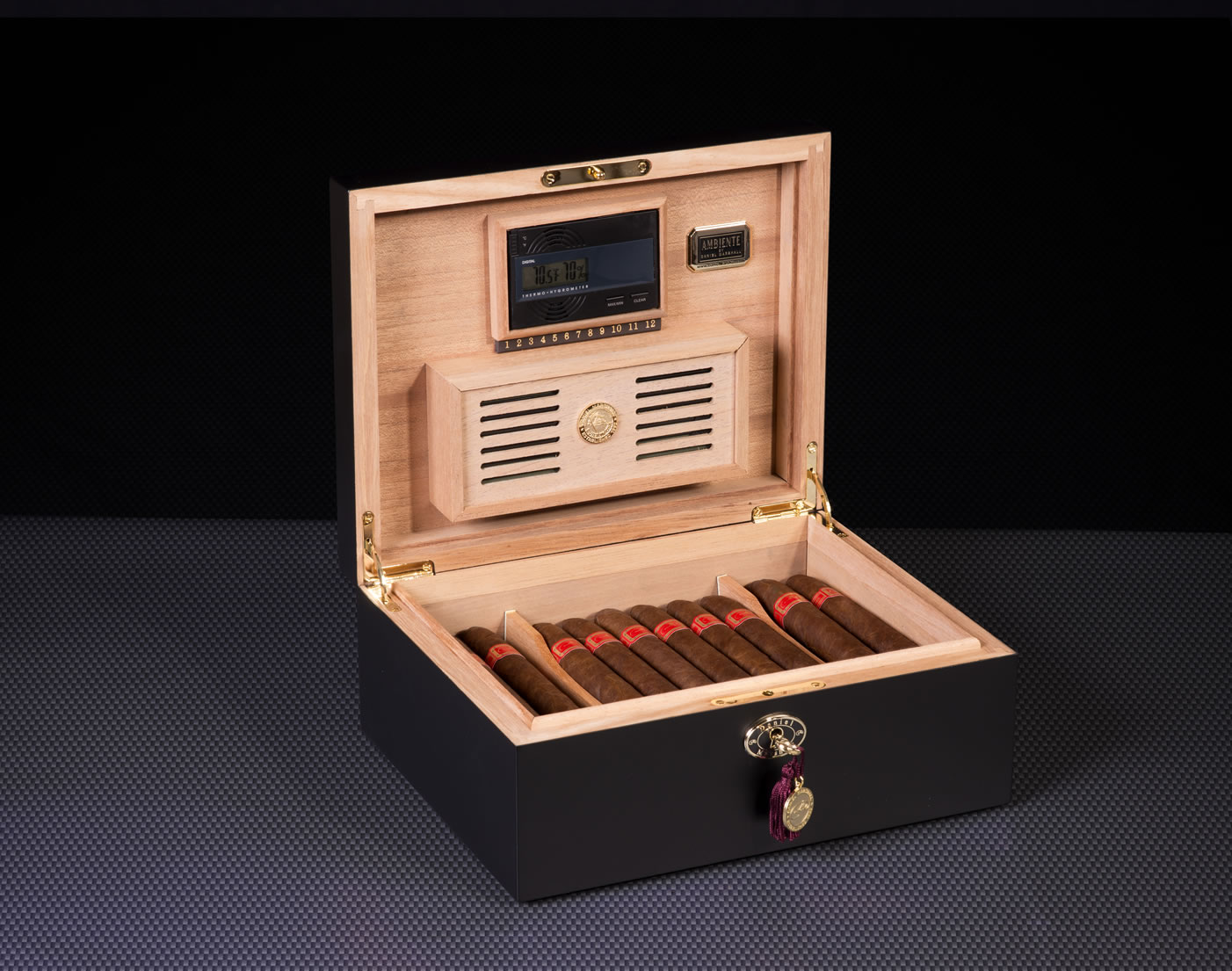 20065-Black-cigar-humidor-daniel-marshall-2